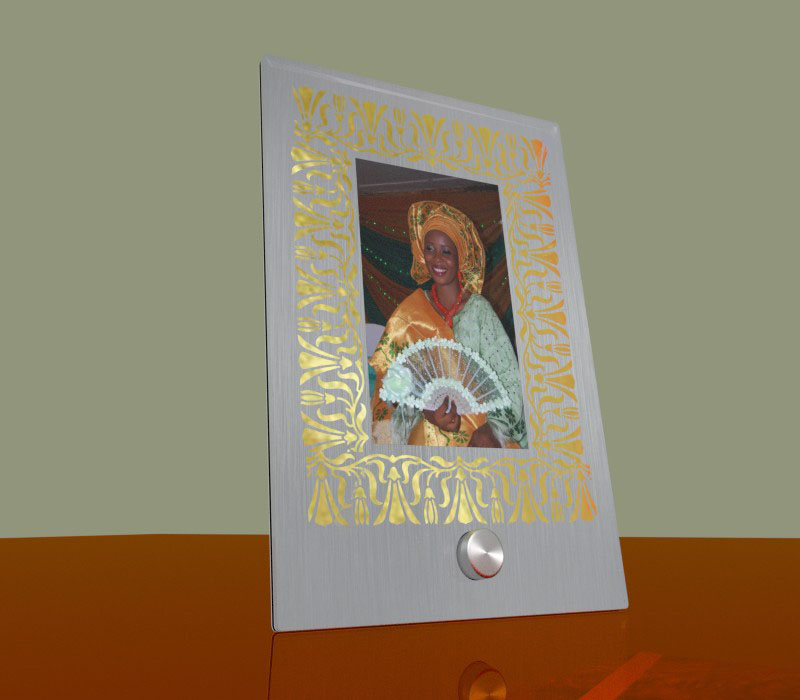 D&P Engraved photo frame with metal support (full mount)